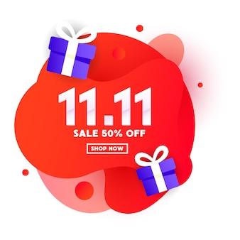 Oferta especial design de banner web de cor líquida com presente em fundo gradiente