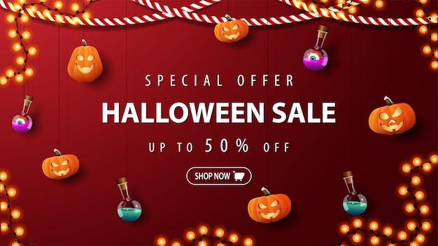 Oferta especial, liquidação de halloween, banner vermelho de desconto com jacks de abóboras e frasco de poção amarrado com cordas penduradas perto da parede