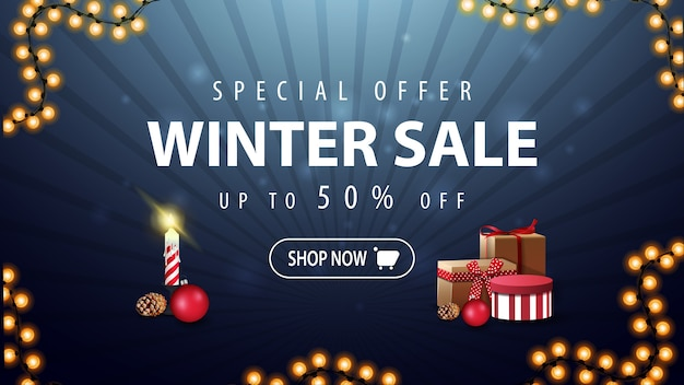 Oferta especial, liquidação de inverno, até 50 de desconto, banner de desconto azul e escuro com guirlanda e presentes