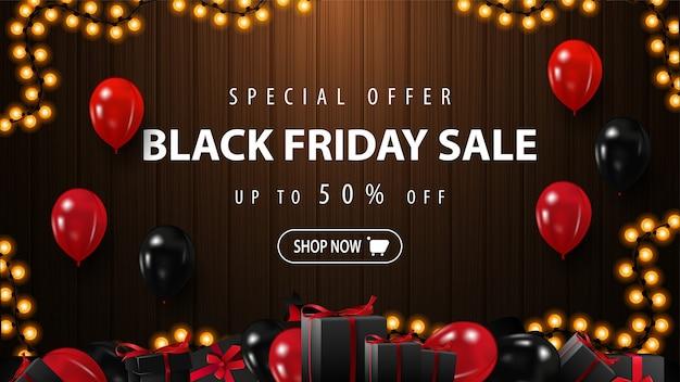 Oferta especial, venda de sexta-feira negra, banner de desconto marrom com balões vermelhos e pretos, botão e fundo de madeira