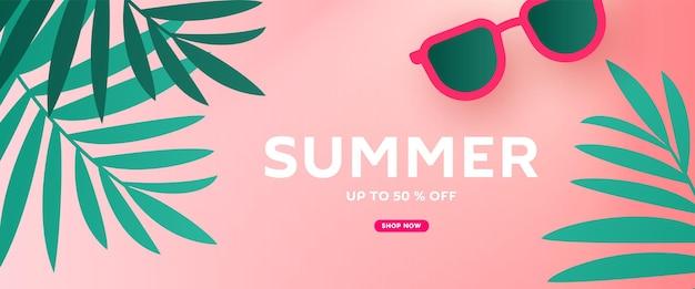 Olá, desenho de banner de venda de verão com folhas tropicais e acessórios para óculos de sol de praia