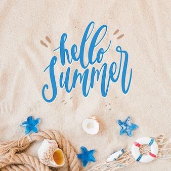 Olá letras de verão com conchas