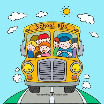 Ônibus escolar desenhado de mão com crianças