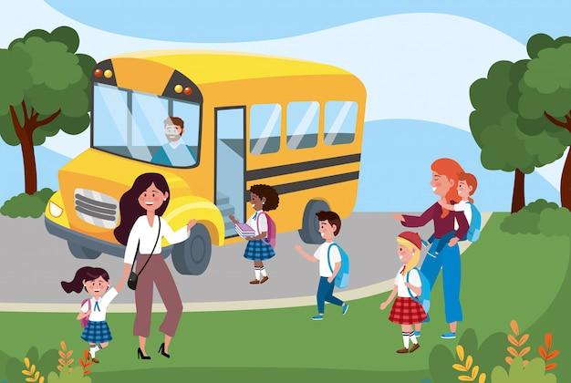 Ônibus escolar e mães com seus alunos meninas e meninos