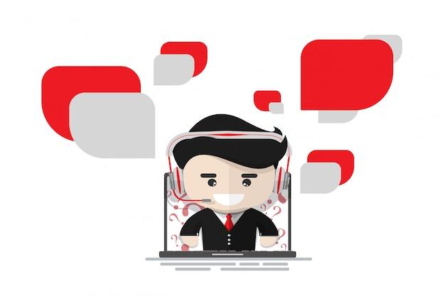 Operador de serviço ao cliente alegre no laptop com bolha de bate-papo