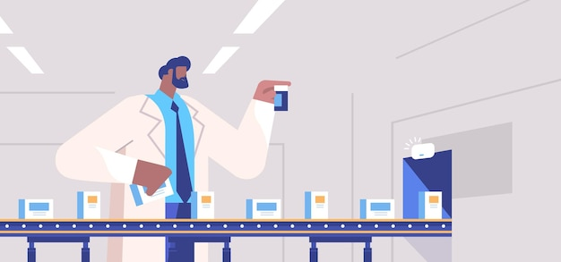 Operador homem controlando enchimento de produção de remédios na correia transportadora médico verificando a qualidade dos produtos saúde