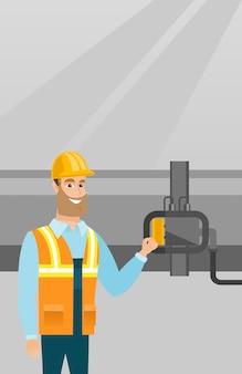 Operador que verifica o detector no gasoduto.