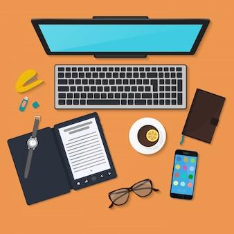 Opinião superior da organização do local de trabalho da tecnologia