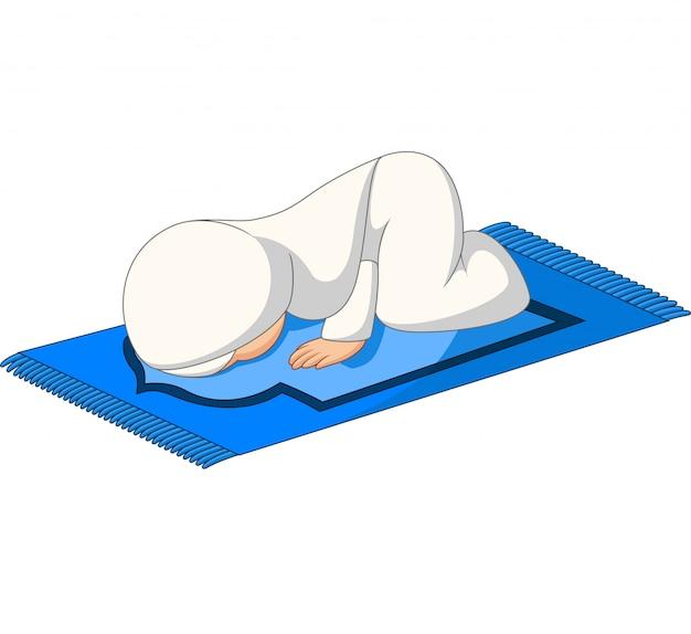 Oração de menina muçulmana dos desenhos animados curvar-se sobre o tapete