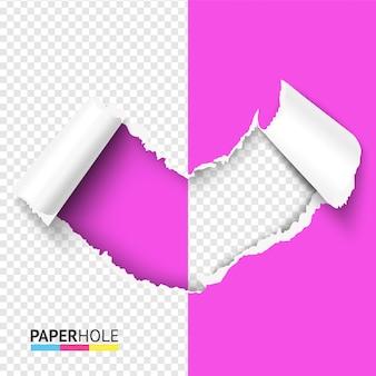 Orifício em formato de coração de papelão rasgado rosa ou vermelho com pedaços dobrados em um fundo meio transparente