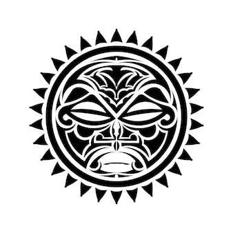 Ornamento de tatuagem redondo com estilo maori de rosto de sol. máscara étnica africana, asteca ou maia.