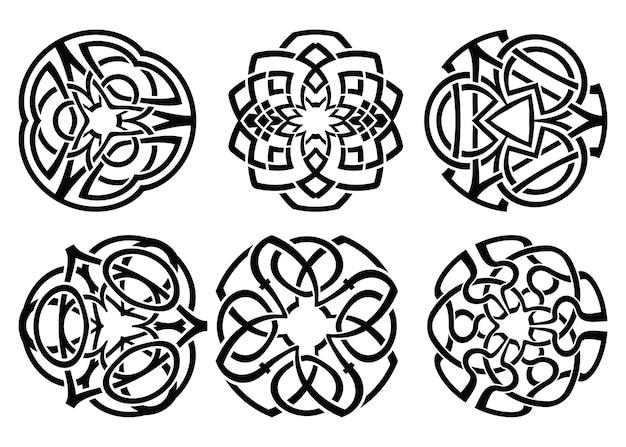 Ornamento, decorativo nós celtas e conjunto de cachos.
