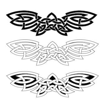Ornamento em forma de asas estendidas no estilo nacional celta, isolado em um fundo branco.