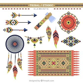 Ornamento étnicos e objetos em design plano