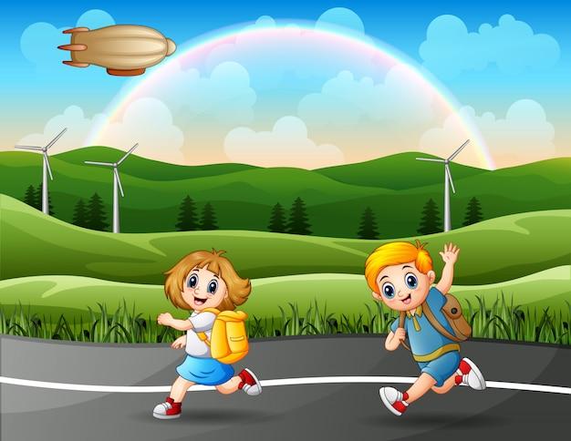 Os alunos estão correndo juntos para a escola