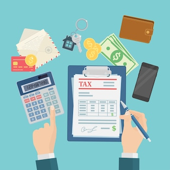 Os auditores estão calculando e preenchendo um formulário fiscal para empresas financeiras