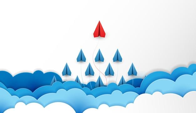 Os aviões de papel são a competição para o destino até as nuvens e o céu para o objetivo financeiro do sucesso