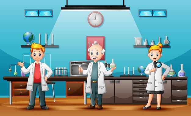 Os cientistas homem e mulher realizando pesquisas em um laboratório