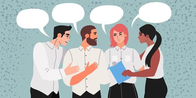 Os colegas discutem um novo projeto ou conversam.