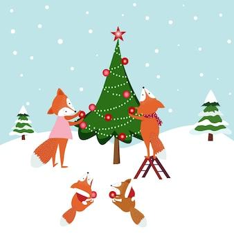 Os desenhos animados bonitos da família da raposa decoram a árvore de natal.