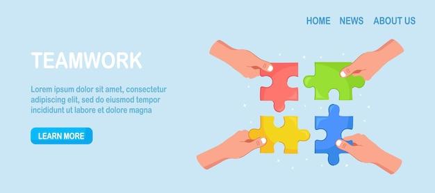 Os empresários seguram nas mãos as peças do quebra-cabeça e conectam-nas. metáfora de negócios de trabalho em equipe. trabalho em equipe, conceito de sucesso