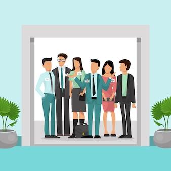 Os executivos do escritório de comando em ternos ficam dentro do elevador com portas abertas. visita ao escritório para funcionários. grupo de trabalhadores clercs em pé no elevador. pessoas de negócios são elevador