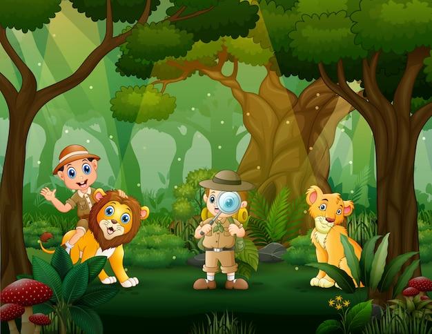 Os meninos exploradores na floresta com leão
