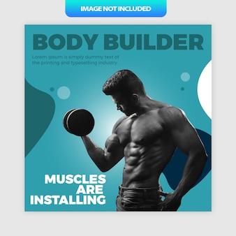 Os músculos do body builder estão instalando o post ou o banner da mídia social