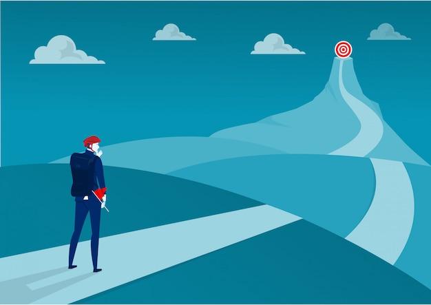 Os negócios em pé no topo da aventura na montanha vão para o gol. ilustrador