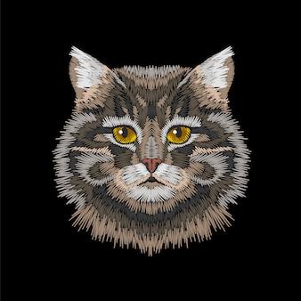 Os olhos de gato listrados cinzentos de brown enfrentam a cabeça.