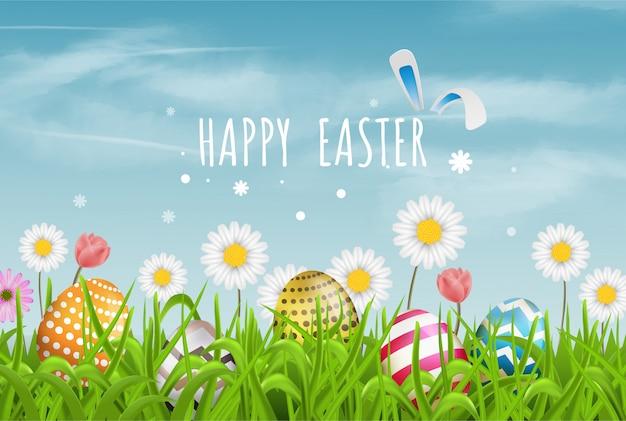 Os ovos da páscoa coloridos alinham e florescem flores na grama com céu bonito. feliz páscoa