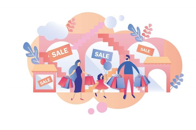 Os pais com criança visitam shopping no fim de semana e venda.