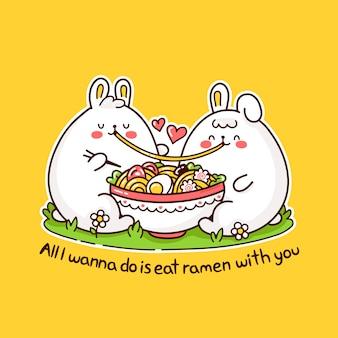 Os pares bonitos felizes dos coelhos engraçados comem ramen da bacia.