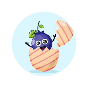 Ovo de páscoa de mirtilo mascote fofo do personagem