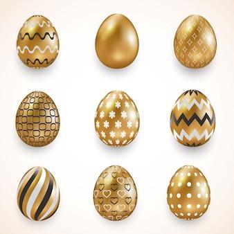 Ovos ornamentados de ouro sobre fundo claro. ovos de páscoa