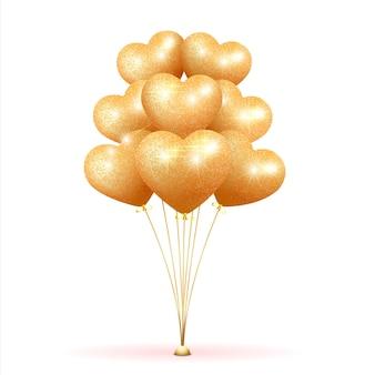 Pacote de balões de glitter dourados em forma de coração sobre um fundo claro.