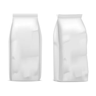 Pacote de café branco em branco modelo realista isolado