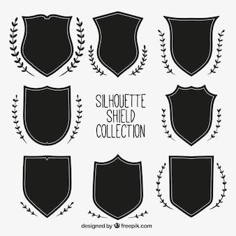 Pacote de escudos silhuetas com ornamentos naturais