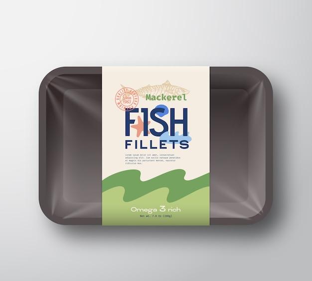 Pacote de filetes de peixe. recipiente de bandeja de plástico de peixes abstratos com tampa de celofane. etiqueta da embalagem.