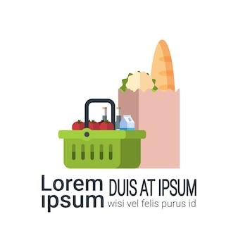 Pacote de produtos de mercearia, saco de papel e cesto de compras isolado