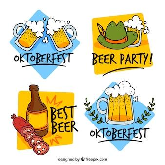 Pacote desenhado à mão com emblemas de cerveja