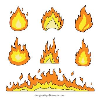 Pacote desenhado mão de chamas decorativos