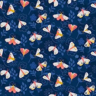 Padrão de mariposa em fundo azul escuro com flores