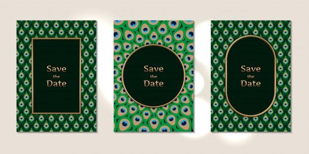 Padrão de penas de pavão com cartões de convite de casamento
