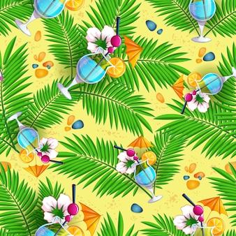 Padrão de praia de verão com folhas de palmeira e cocktails.