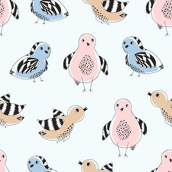 Padrão fofo com pássaros coloridos desenhados à mão