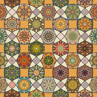 Padrão sem costura vintage colorido com elementos florais e de mandala