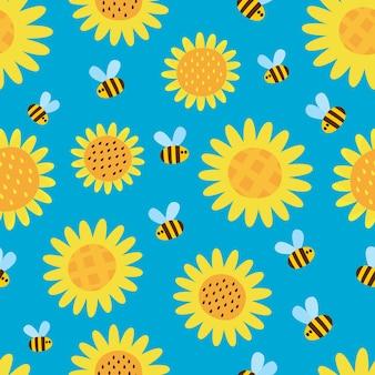 Padrão sem emenda com abelhas de desenho animado voando e flores isoladas sobre fundo azul.