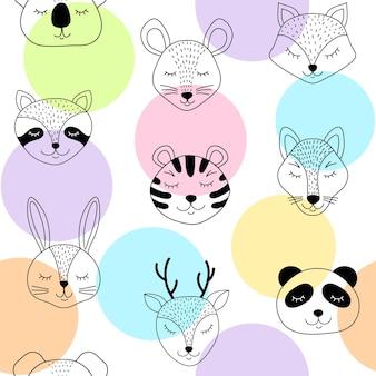 Padrão sem emenda com animais fofos e círculos coloridos em fundo branco.