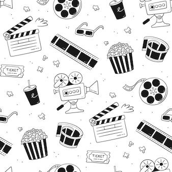 Padrão sem emenda de mão desenhada cinema com câmera de filme, claquete, bobina de cinema e fita, pipoca em caixa listrada, ingresso de filme e óculos 3d. ilustração vetorial no estilo doodle em fundo branco.